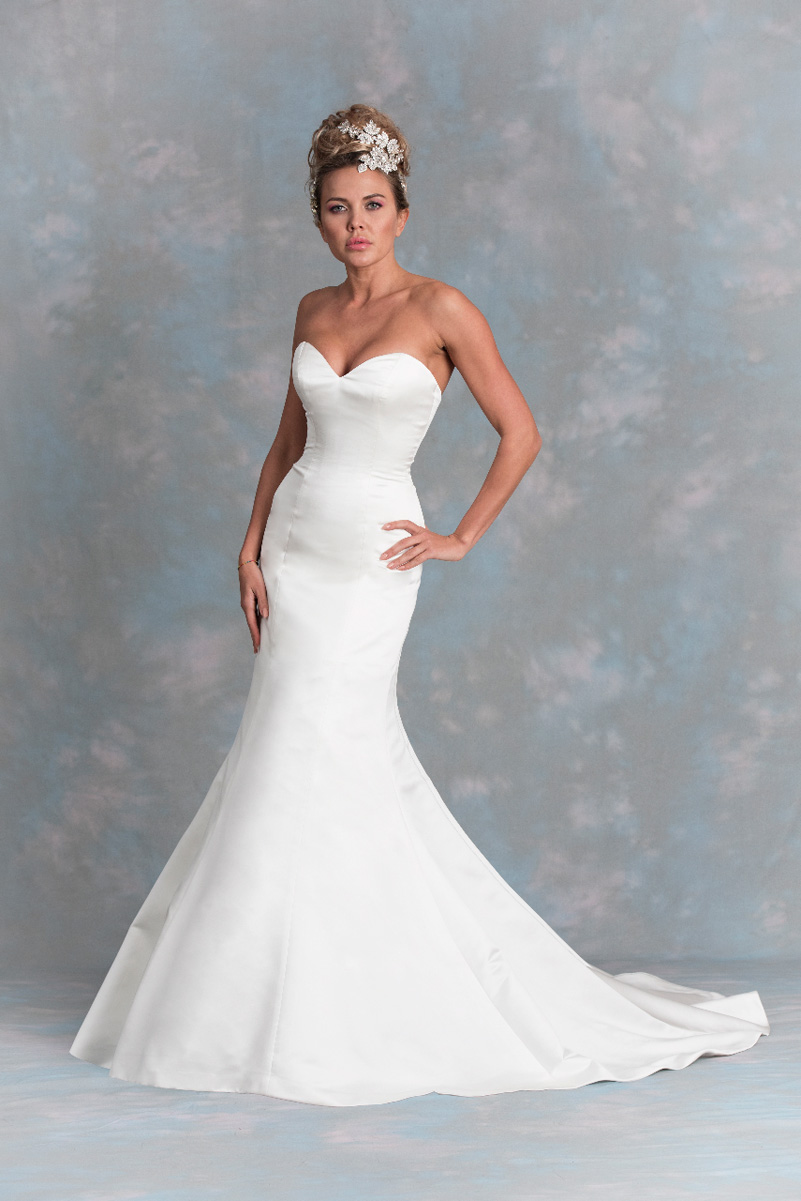 Diane Harbridge <br> White Star<br>Size 14 Was £900 Now £500